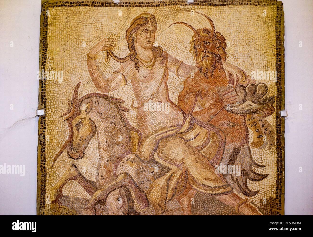 Rapimento dell'Europa da parte di Zeus sotto forma di toro, mosaico, Museo del Cirene, Libia Foto Stock