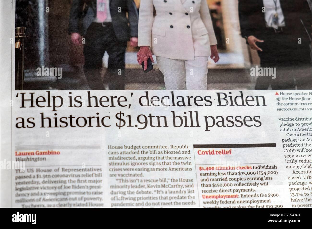 ' 'Help is Here' dichiara Biden come storico €1.9tn Bill passa' giornale Guardian titolo US Covid 19 supporto articolo 11 marzo 2021 a Washington Foto Stock