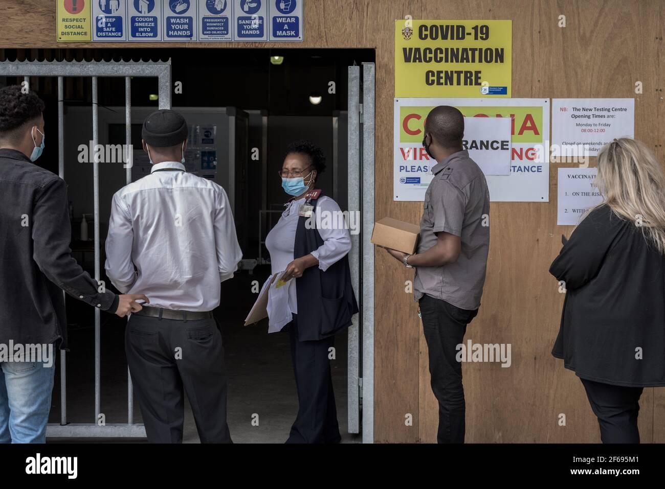Arrivano gli operatori sanitari dell'ospedale Groote Schuur di Città del Capo Per vaccinazioni con il vaccino Johnson & Johnson COVID-19 Foto Stock