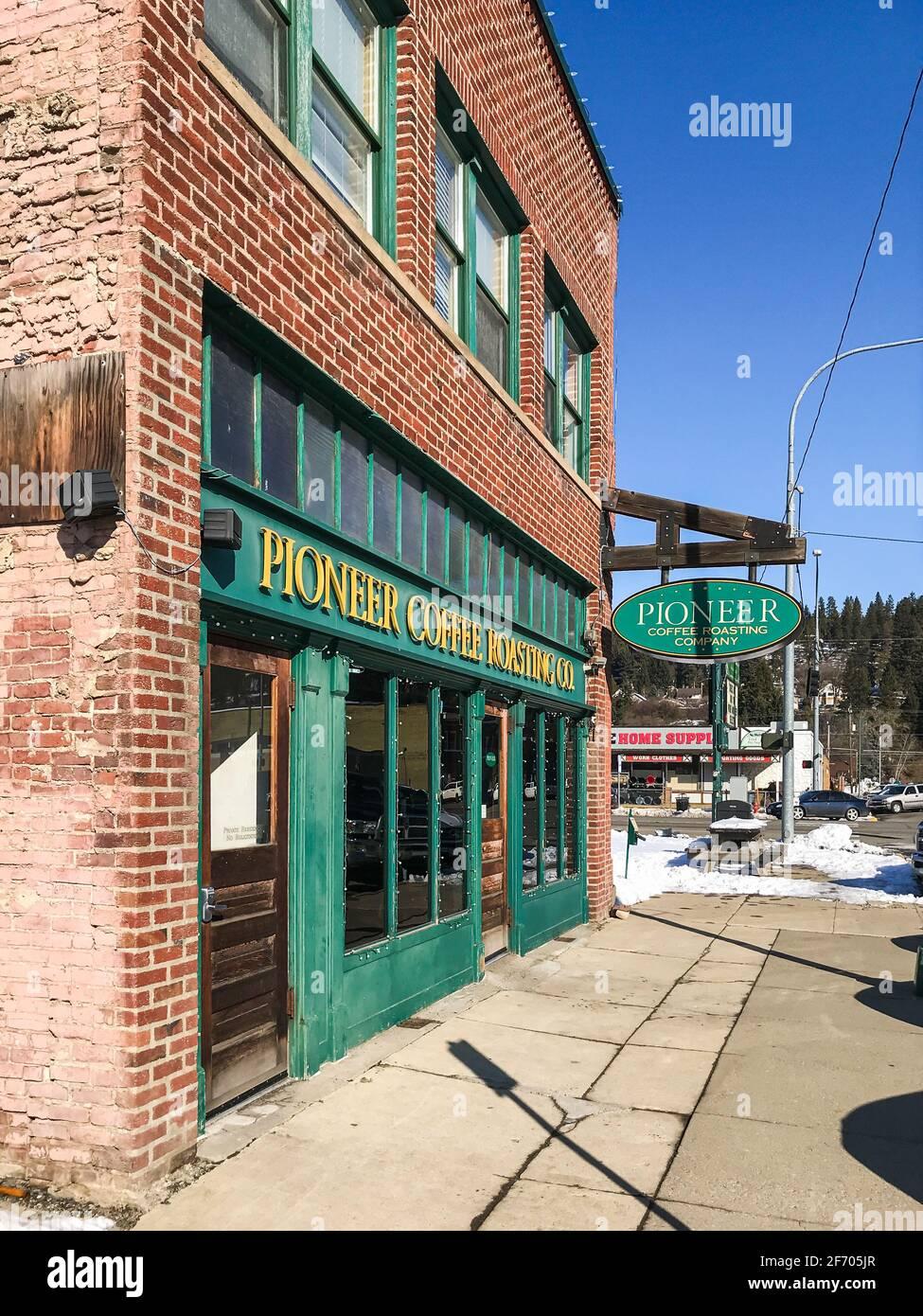 La Pioneer Coffee Roasting Company si trova a Cle Elum, nella contea di Kittitas, Washington, in una fredda mattinata invernale che offre ai viaggiatori una sosta di riposo Foto Stock