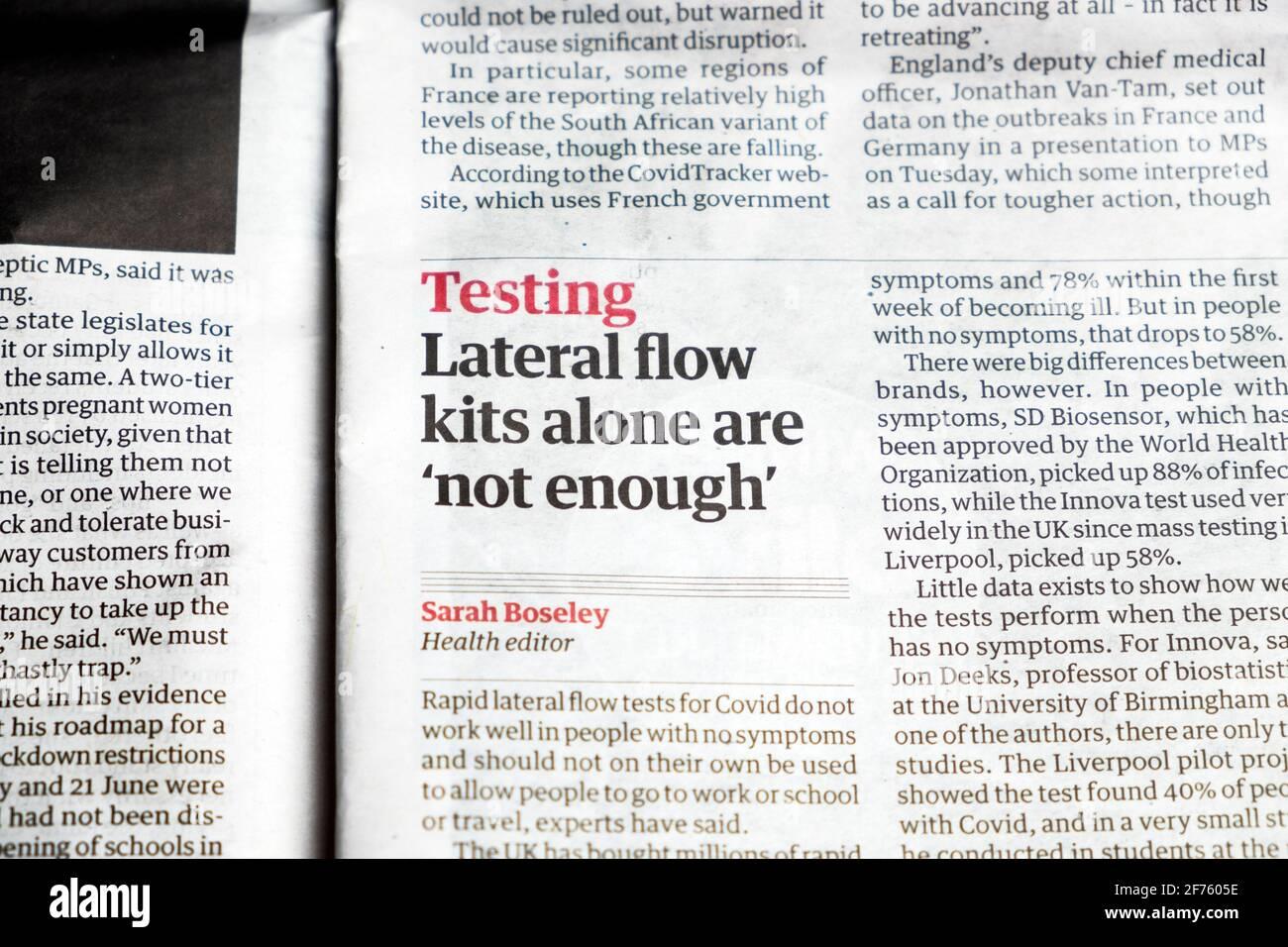Coronavirus Covid 19 test test test test 'i kit di flusso laterale da soli non sono 'sufficienti; 'giornale titolo articolo in Guardian il 25 marzo 2021 UK Foto Stock