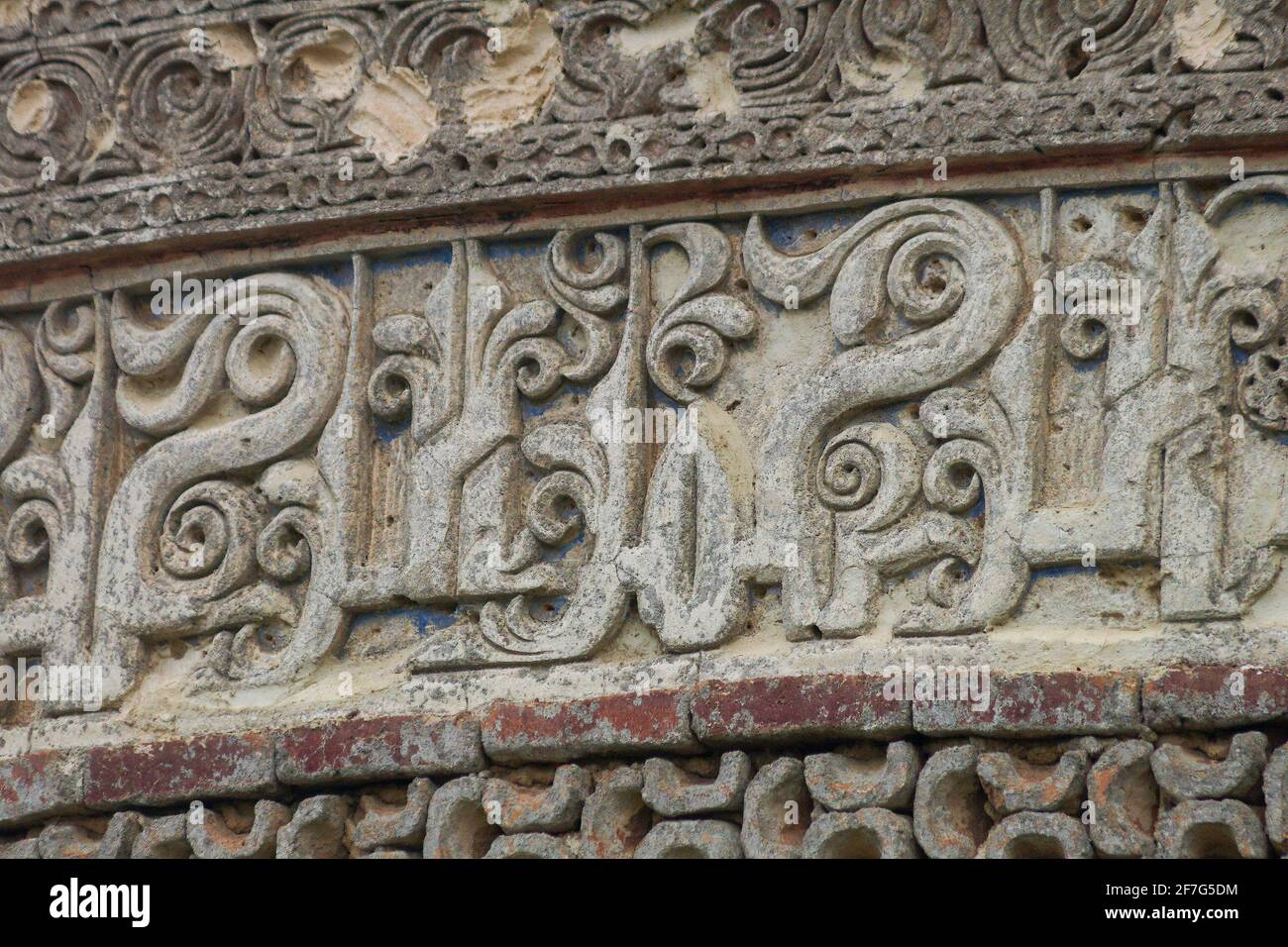 Particolare di stucco Kuific iscrizione, Resget, tomba torre, Mazanderan, Iran Foto Stock