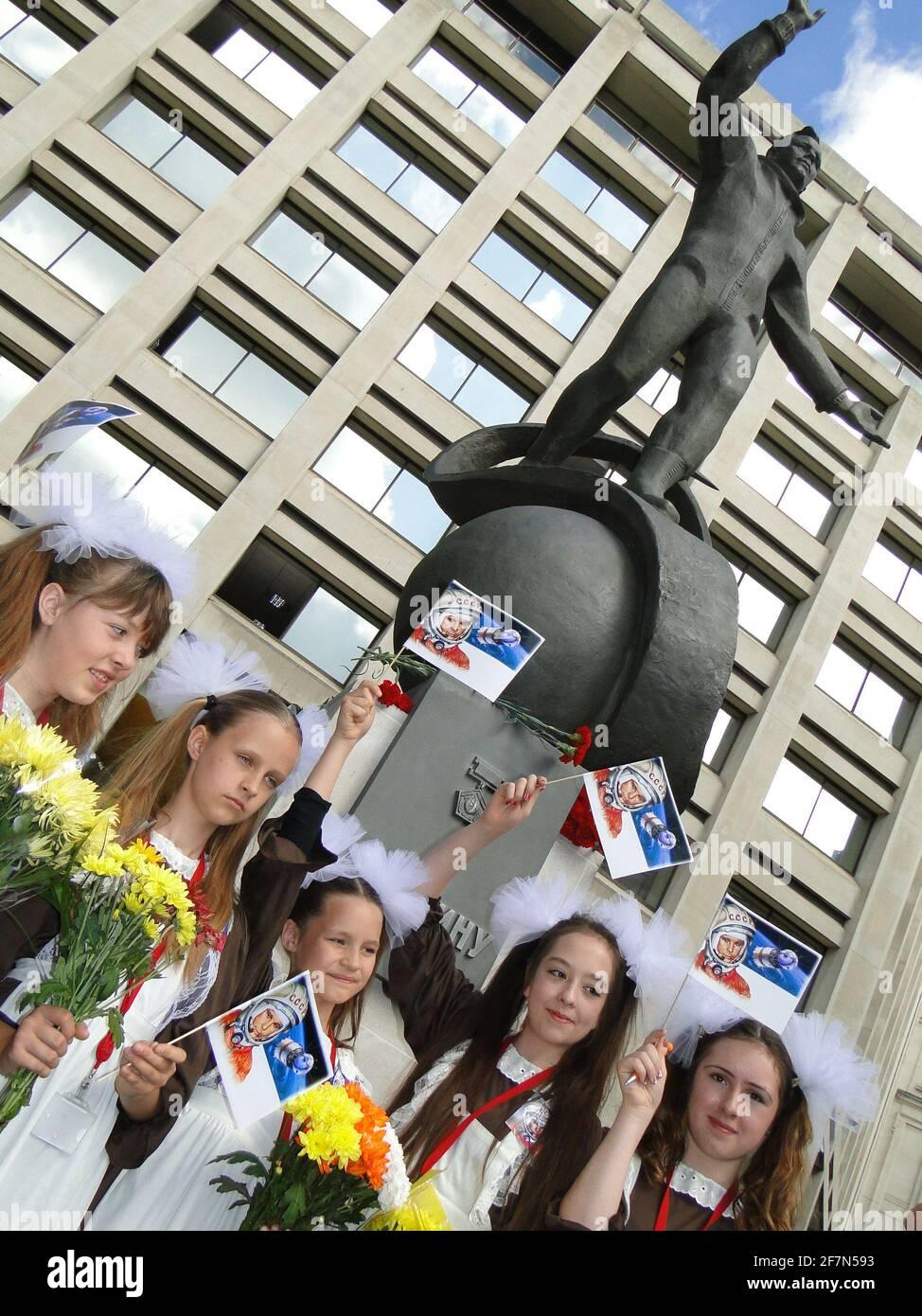 Svelando la statua a Yuri Gagarin, il primo uomo in cosmo presso il British Council Building di Londra, Regno Unito Foto Stock