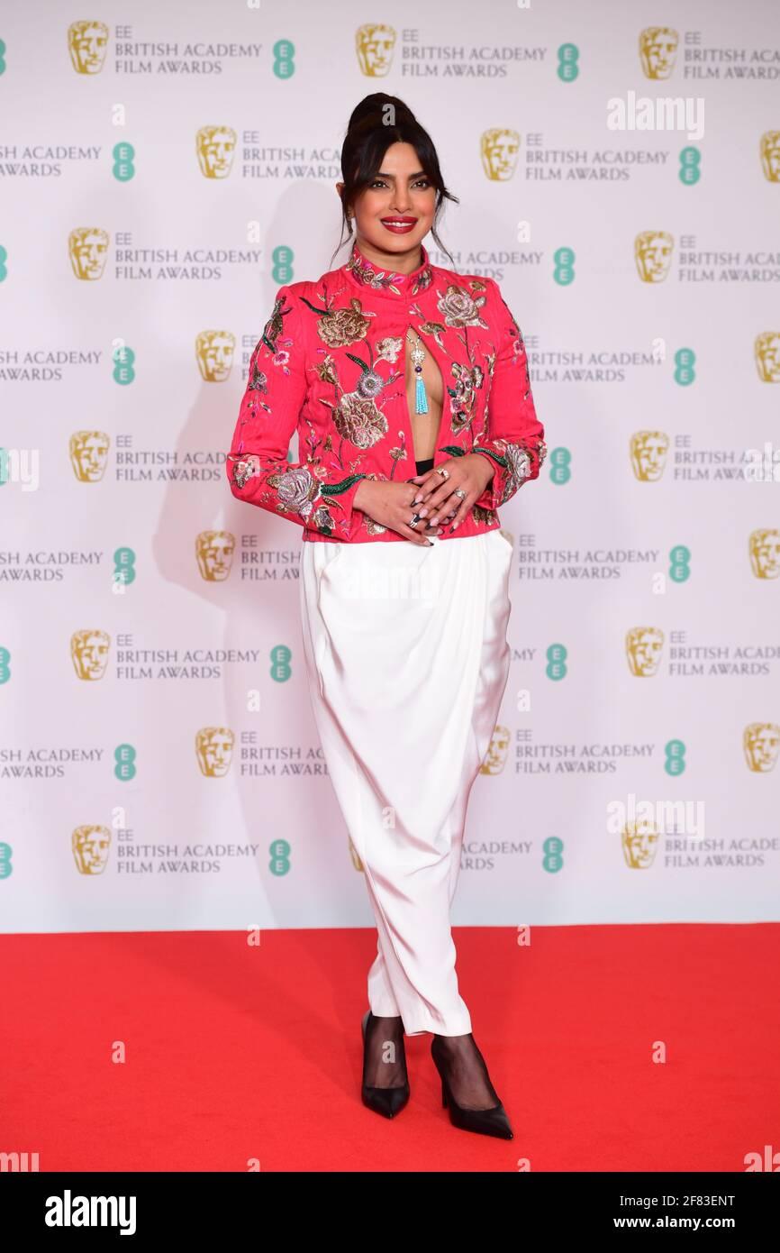 Priyanka Chopra Jonas arriva per l'EE BAFTA Film Awards alla Royal Albert Hall di Londra. Data immagine: Domenica 11 aprile 2021. Foto Stock