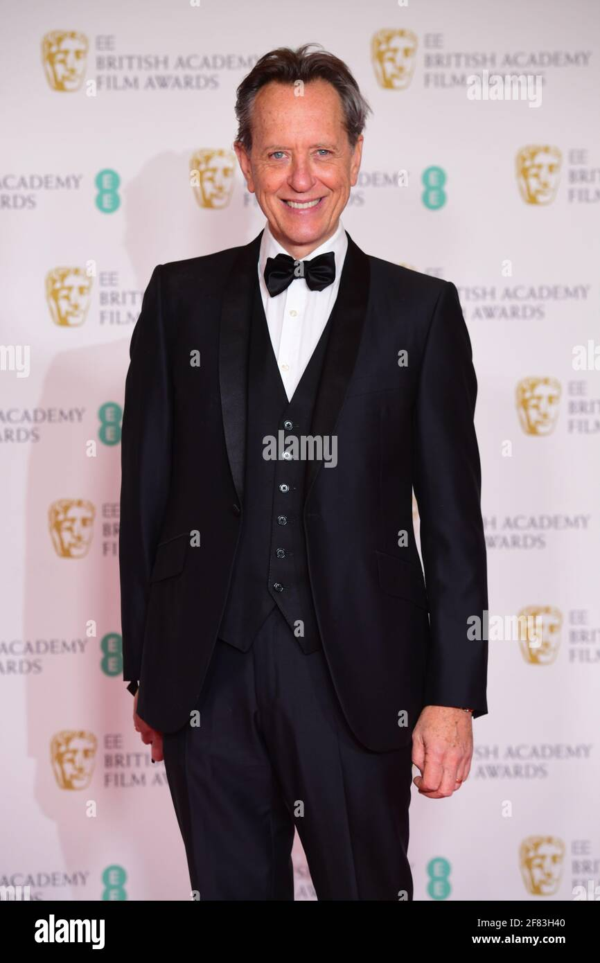 Richard E. Grant arriva per l'EE BAFTA Film Awards alla Royal Albert Hall di Londra. Data immagine: Domenica 11 aprile 2021. Foto Stock