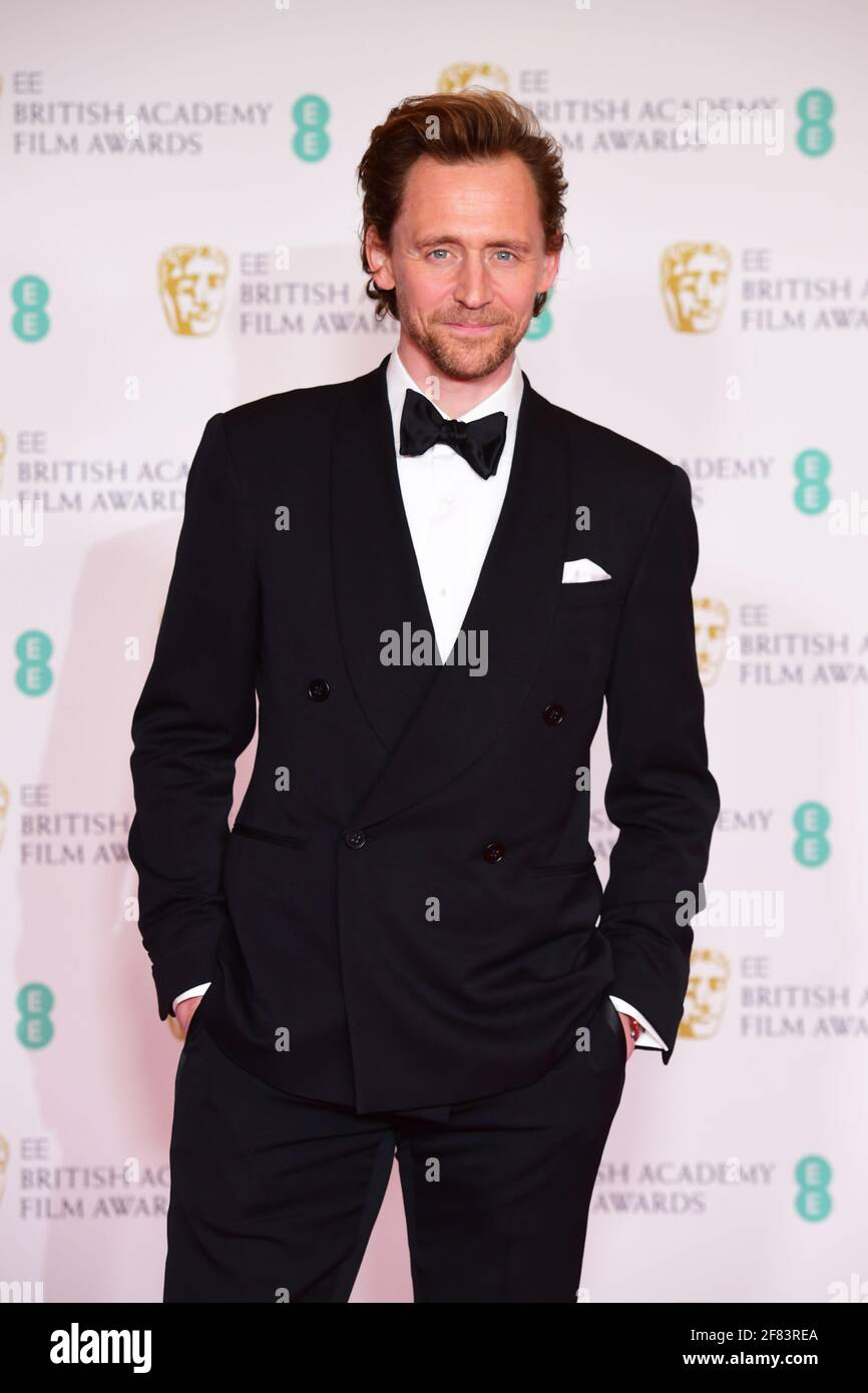 Tom Hiddleston arriva per l'EE BAFTA Film Awards alla Royal Albert Hall di Londra. Data immagine: Domenica 11 aprile 2021. Foto Stock