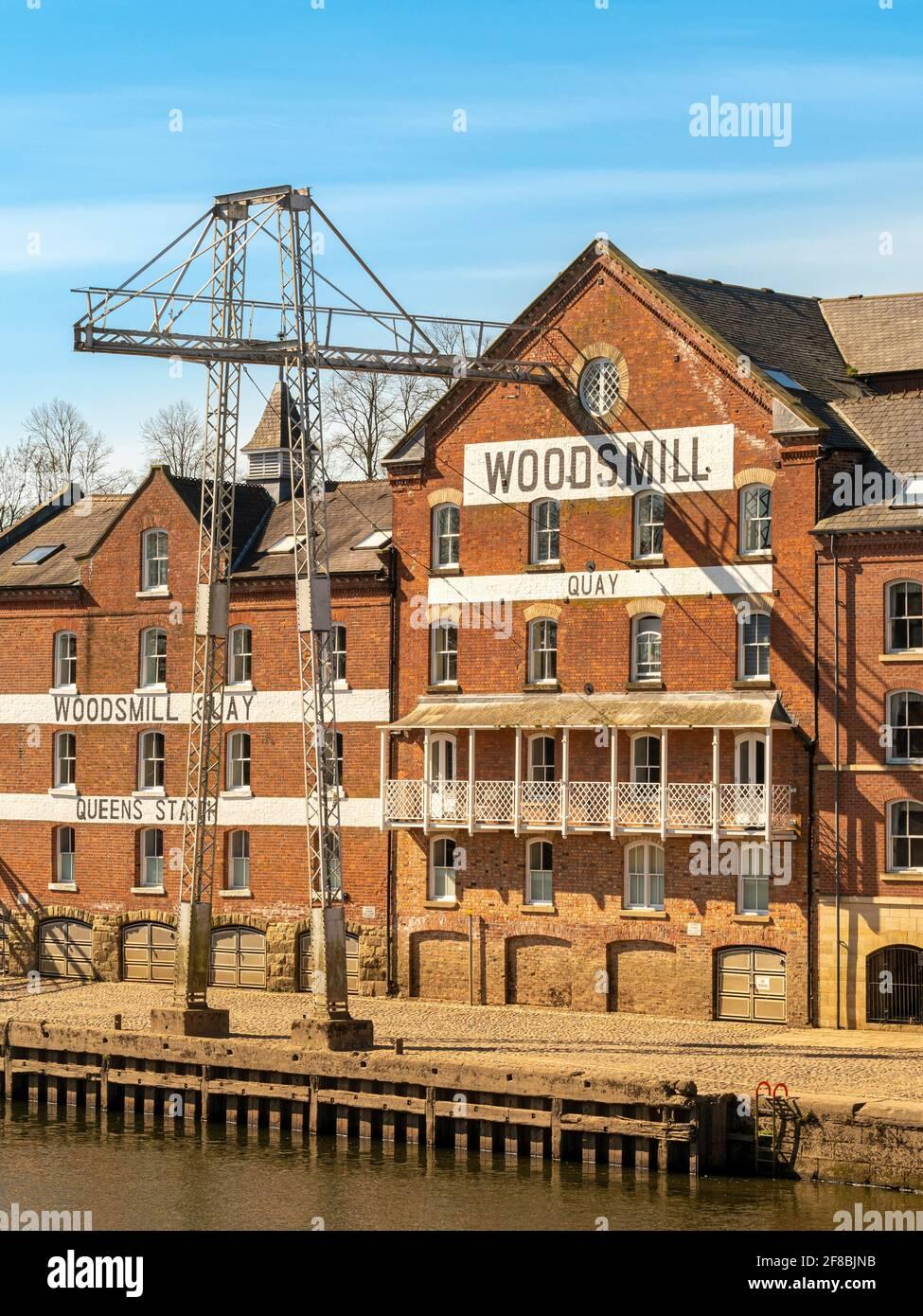 Edificio Woodsmill lungo River Ouse, York, Regno Unito Foto Stock