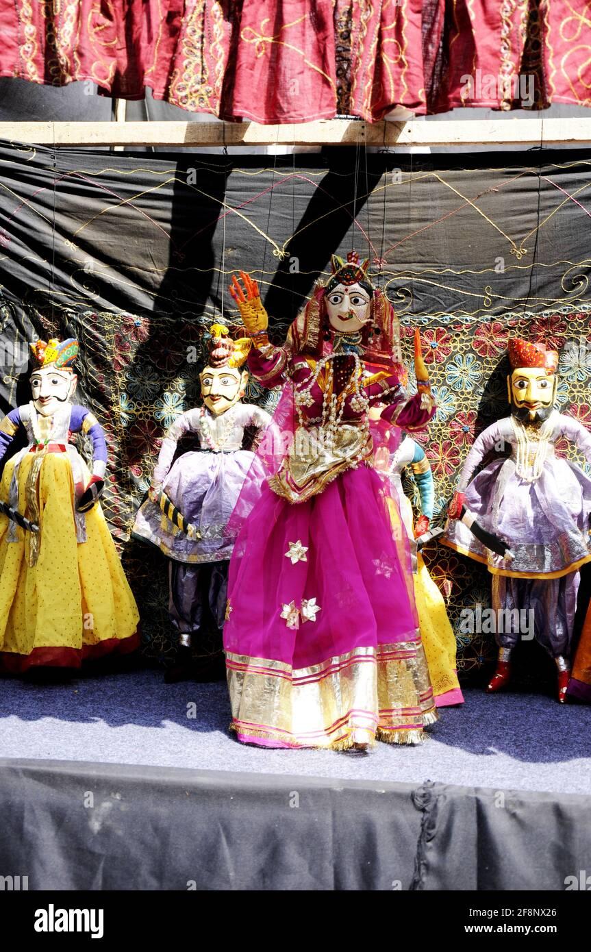 Colorful Rajasthani bambole di marionette di Jaisalmer spettacoli tradizionali di marionette in Attrazione turistica del Rajasthan Foto Stock