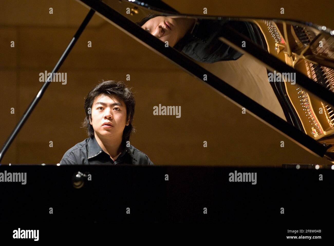 DEU, Deutschland, Ruhrgebiet, Essen, 10.02.2006: Der pianist Lang bei der Probe vor seinem Konzert in der Philharmonie Essen. [(c) Michael Kneffe Foto Stock