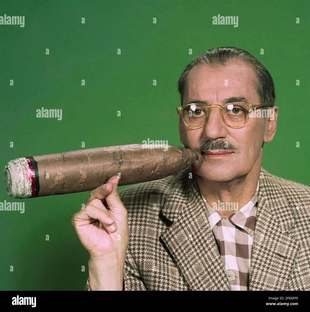 GROUCHO MARX (1890-1977) comico americano, palco, film e attore televisivo, circa 1947 Foto Stock