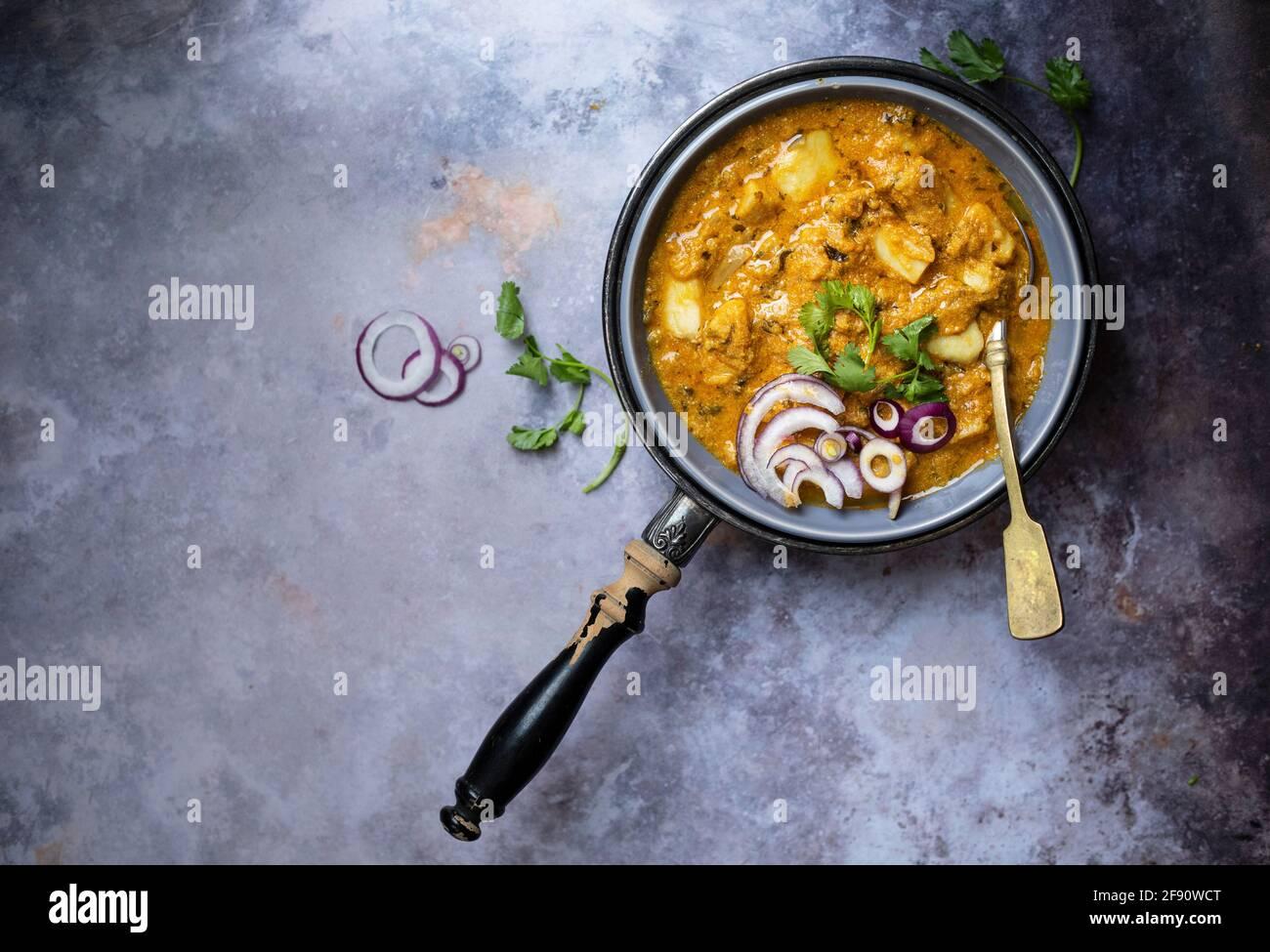 Curry indiano fatto con radice di Taro Foto Stock