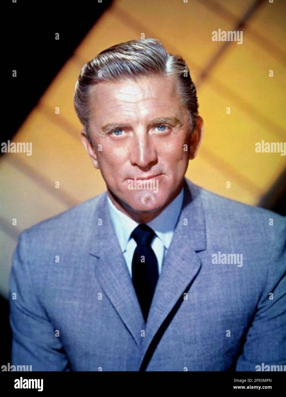 KIRK DOUGLAS (1916-2020) attore di film americano circa 1968 Foto Stock
