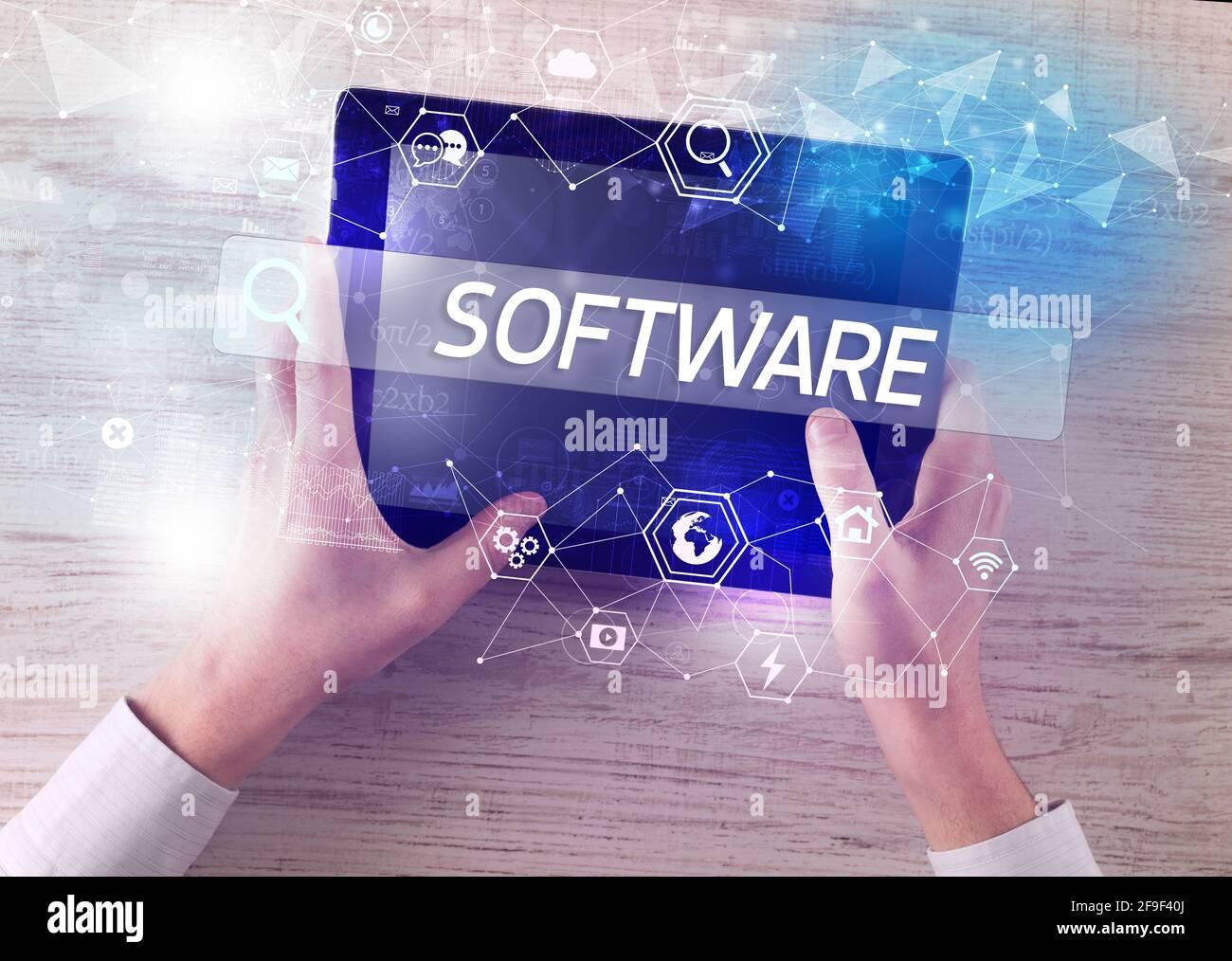 Primo piano di un tablet che cerca l'iscrizione Foto Stock