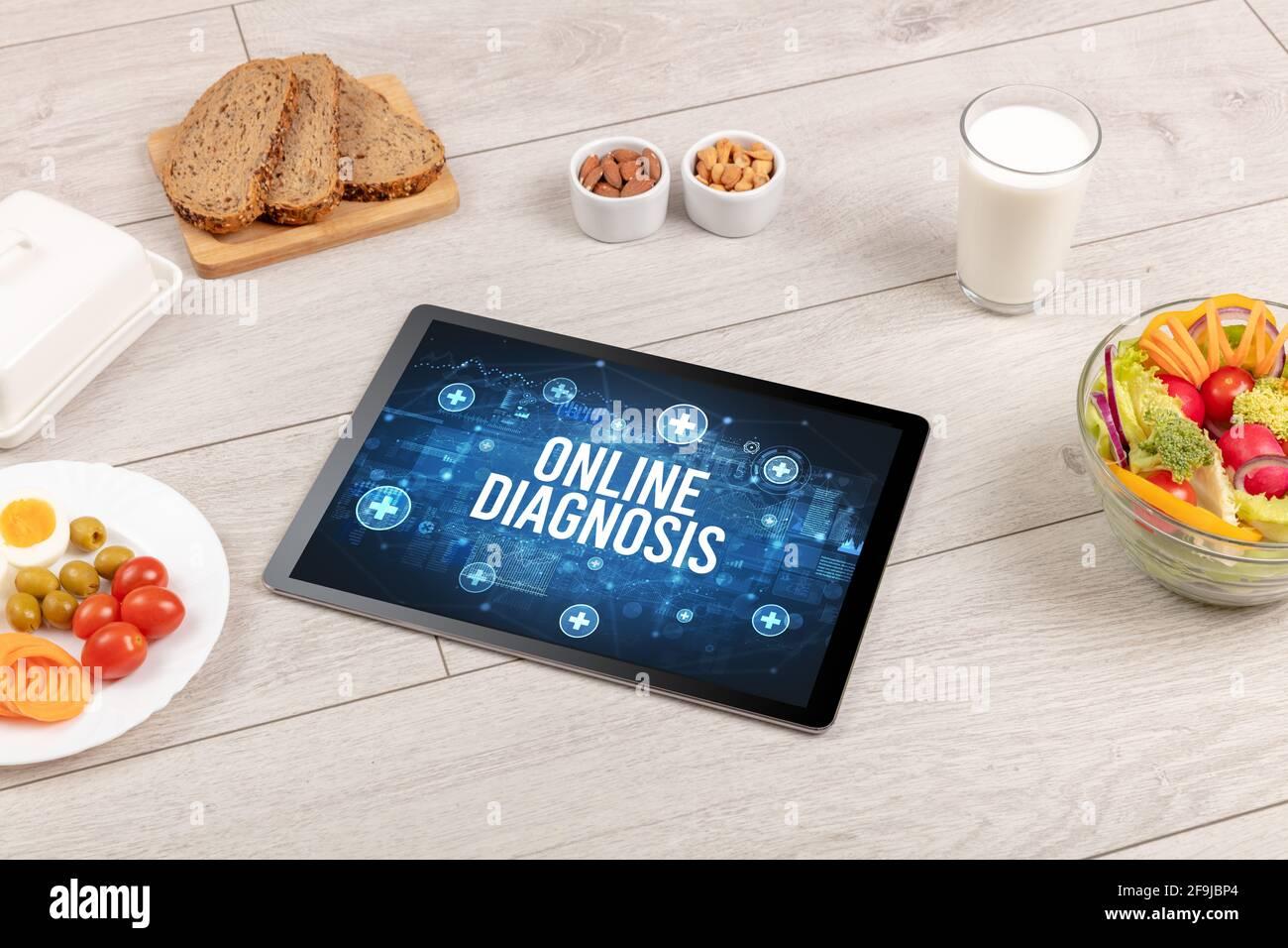 Tablet PC con frutta, concetto sano Foto Stock