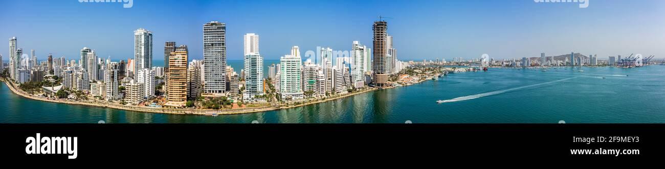 Vista panoramica aerea della città moderna di Cartagena e del porto di carico Colombia Foto Stock
