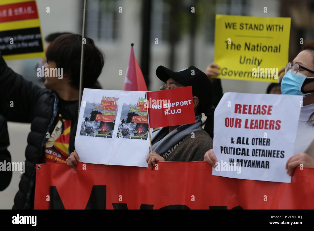 Londra, Inghilterra, Regno Unito. 5 maggio 2021. I membri della diaspora del Myanmar a Londra hanno organizzato una manifestazione fuori dalla Lancaster House nel centro di Londra, dove si riunivano i ministri degli Esteri del G7. I manifestanti hanno invitato gli stati membri del G7 ad agire contro il regime militare in Myanmar che ha preso il controllo del paese a febbraio dopo un colpo di stato. Credit: Tayfun Salci/ZUMA Wire/Alamy Live News Foto Stock