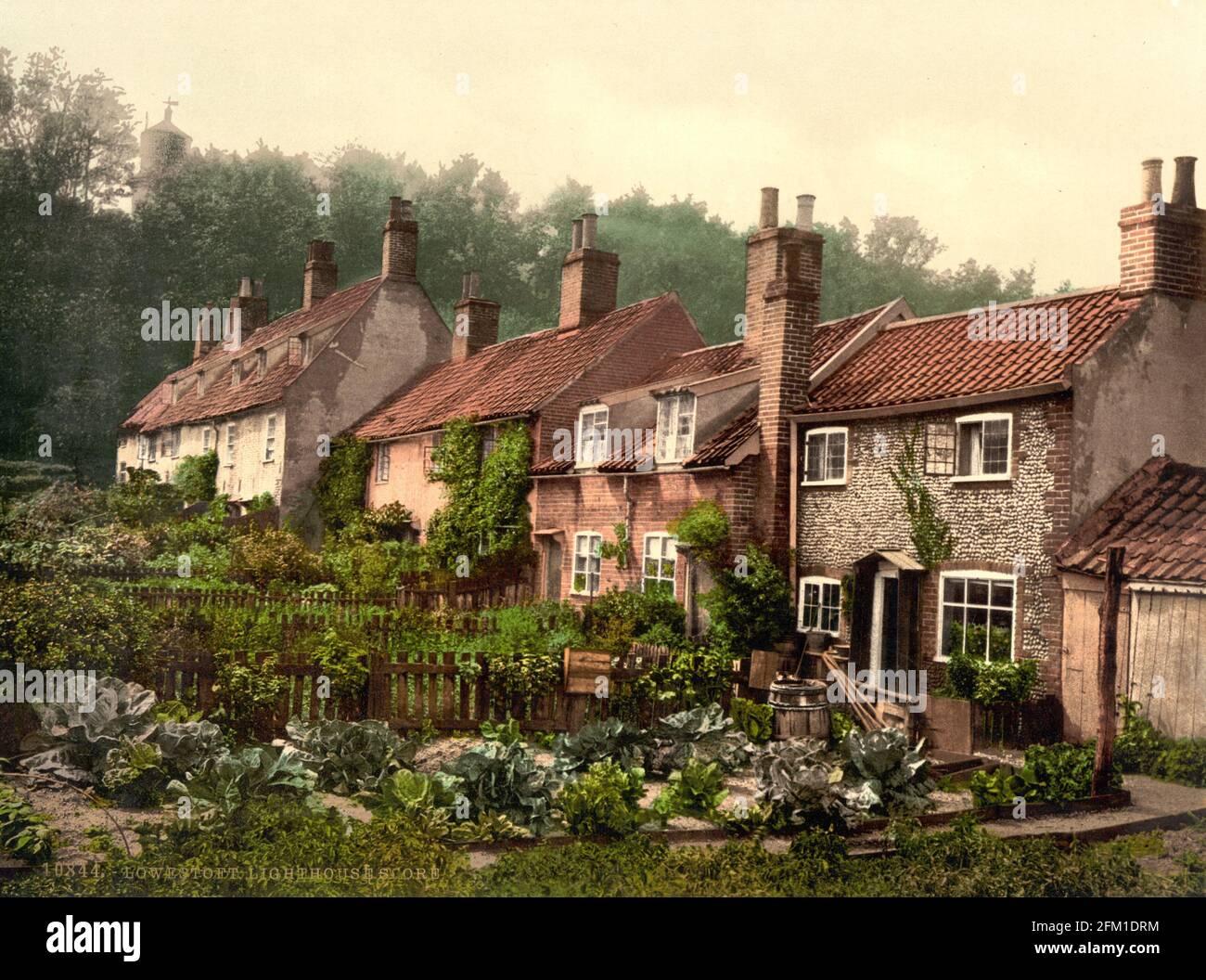 Una fila di cottage sul punteggio Lowestoft in Suffolk circa 1890-1900 Foto Stock