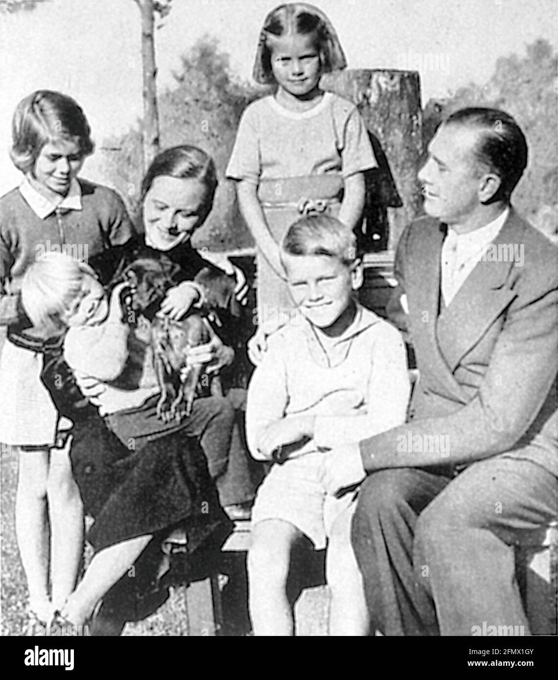 Kelly, Grace, 12.11.1929 - 14.9.1982, attrice americana, mezza lunghezza, Con i suoi fratelli, ULTERIORI-DIRITTI-AUTORIZZAZIONE-INFORMAZIONI-NON-DISPONIBILE Foto Stock