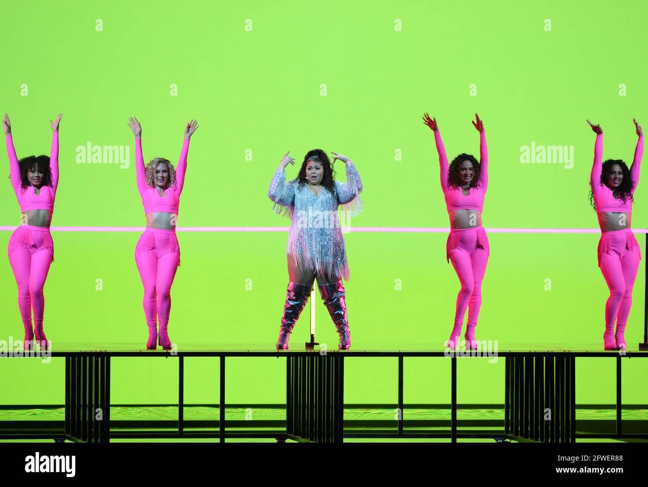 Rotterdam, Paesi Bassi. 21 Maggio 2021. Il cantante 'Destiny' (Malta) esegue la canzone 'JE me casse' alla finale della giuria dell'Eurovisione Song Contest (ESC) presso la Ahoy Arena. Credit: Soeren Stache/dpa-Zentralbild/dpa/Alamy Live News Foto Stock