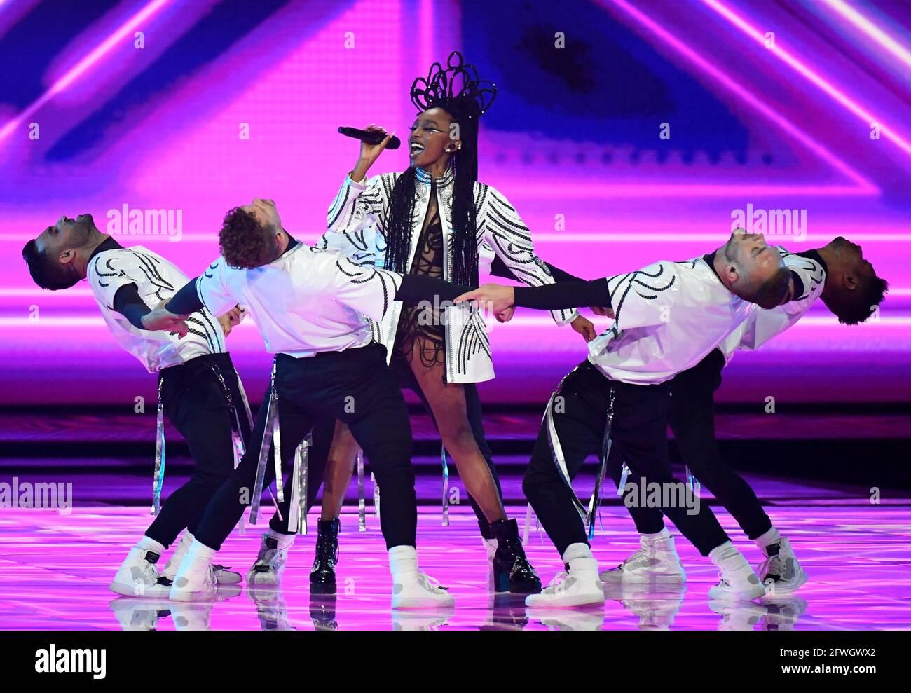 Il partecipante di Israele Eden Alene si esibisce durante la finale del Concorso Eurovision Song 2021 a Rotterdam, Paesi Bassi, 22 maggio 2021. REUTERS/Piroschka van de Wouw Foto Stock