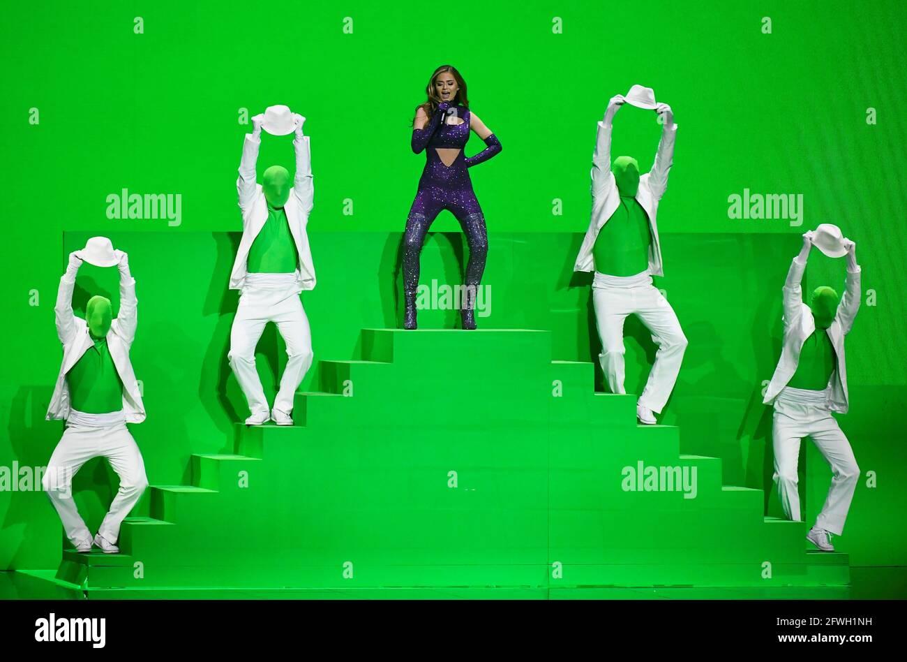 Il partecipante greco Stefania si esibisce durante la finale del Concorso Eurovisione Song 2021 a Rotterdam, Paesi Bassi, 22 maggio 2021. REUTERS/Piroschka van de Wouw Foto Stock
