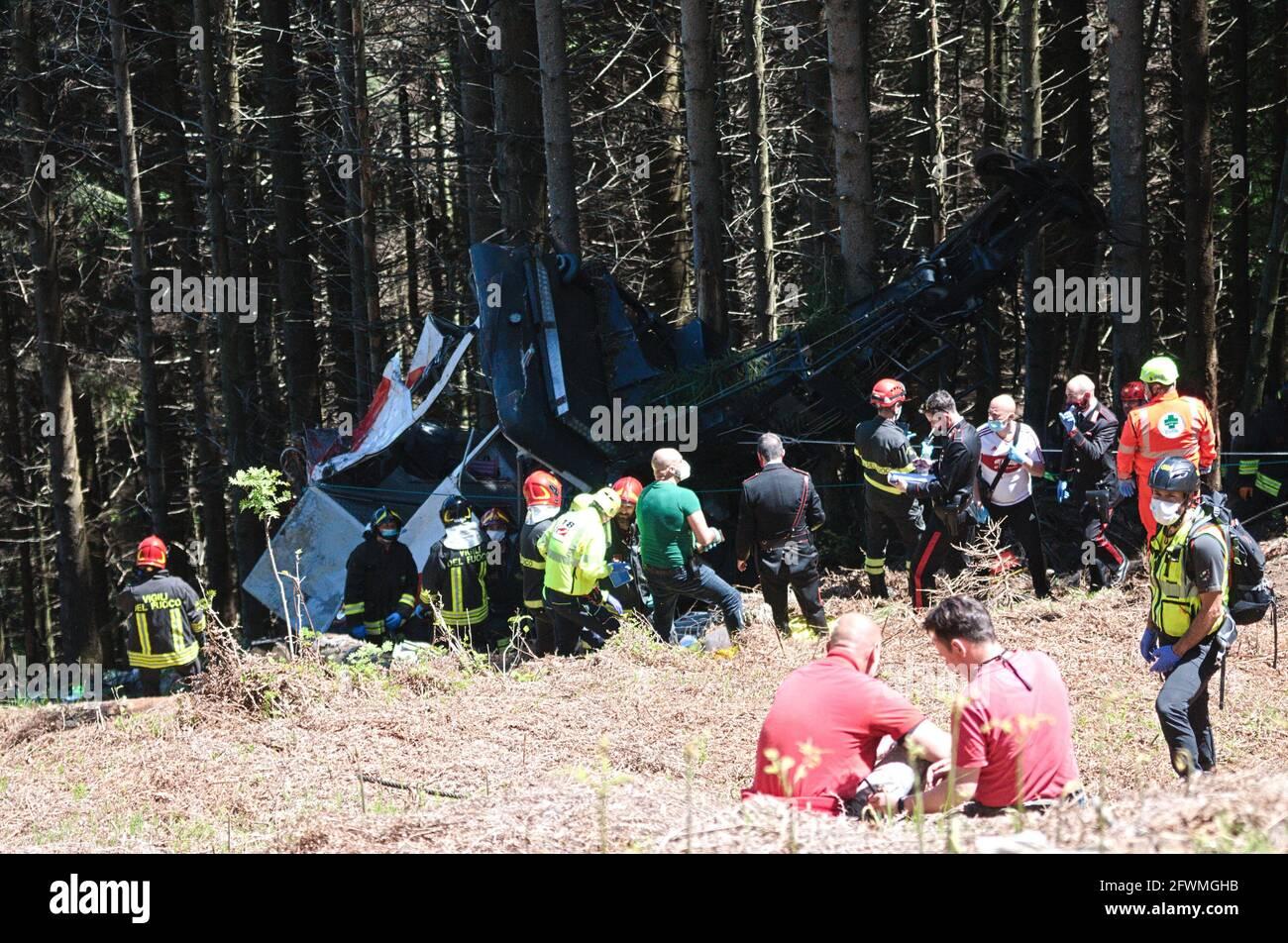 I primi immaggi dell'incidente avvenuto sulla funivia Stresa-Mottarone, in Piemonte. Quattordici persone sono morte. Lago maggiore, Italia Foto Stock