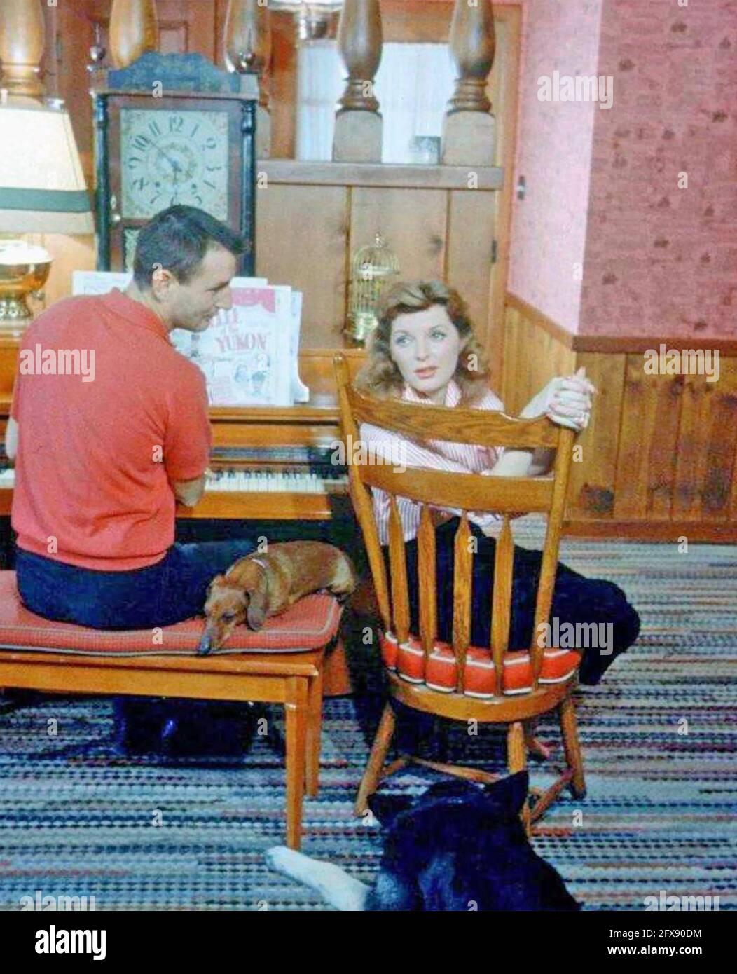 JULIE LONDON (1926-2000) cantante americana e attrice fim con lei Primo marito Jack Webb circa 1950 Foto Stock