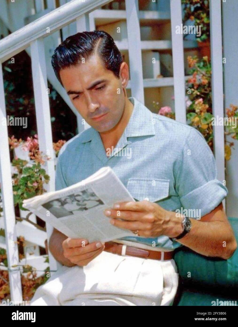 TYRONE POWER (1914-1958) attore cinematografico americano circa 1945 Foto Stock