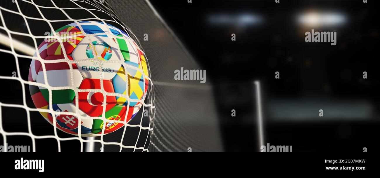 Guilherand-Granges, Francia - 01 giugno 2021. Calcio con bandiere nazionali degli stati partecipanti di Euro 2020 (nel 2021) torneo di calcio e offici Foto Stock