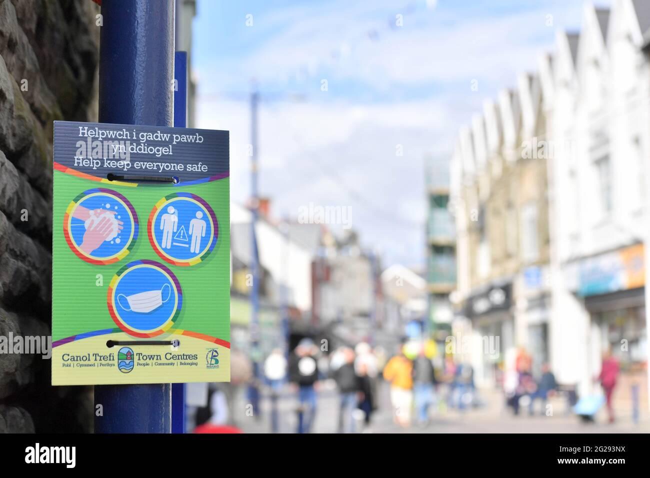 Porthcawl, Galles, come il Covid 19/ coronavirus restrizioni sono attenuate nel paese, Martedì 13 aprile 2021. Foto Stock