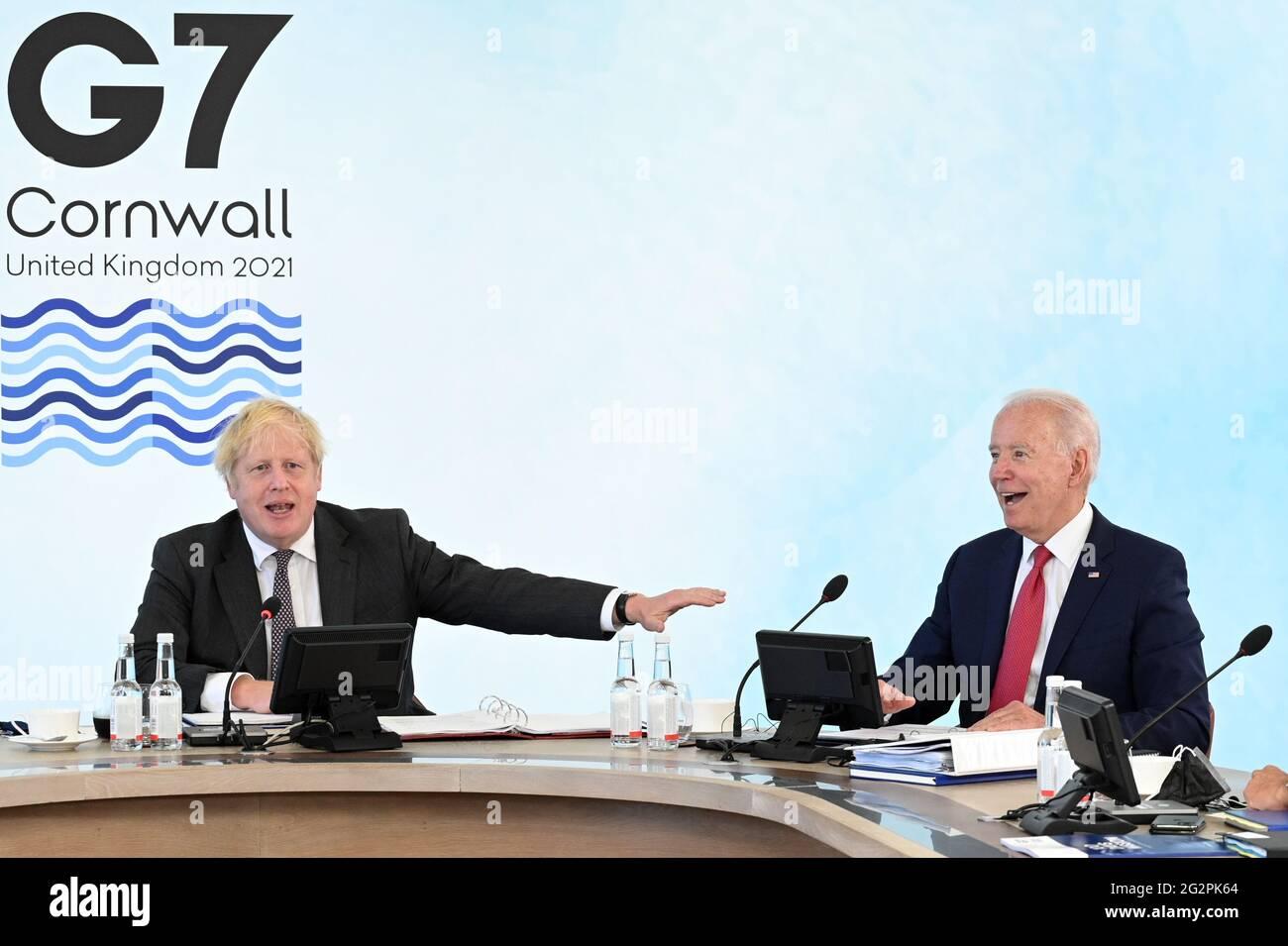 Il primo ministro Boris Johnson (a sinistra) accanto al presidente americano Joe Biden a Carbis Bay, durante il vertice del G7 in Cornovaglia. Data immagine: Sabato 12 giugno 2021. Foto Stock