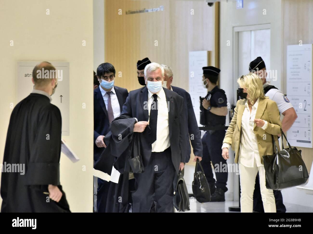 Parigi, Francia, il 15 giugno 2021. Avvocato di Nicolas Sarkozy, Thierry Herzog arriva per un'audizione del cosiddetto processo di Bygmalion che lo vede accusato di finanziamento illecito per la sua fallita campagna di rielezione del 2012, a Parigi, Francia, il 15 giugno 2021. Sarkozy e altri 13 sono accusati di istituire o beneficiare di un falso sistema di fatturazione per coprire milioni di euro in eccesso di spesa per i raduni delle campagne. Foto di Patrice Pierrot/Avenir Pictures/ABACAPRESS.COM Foto Stock