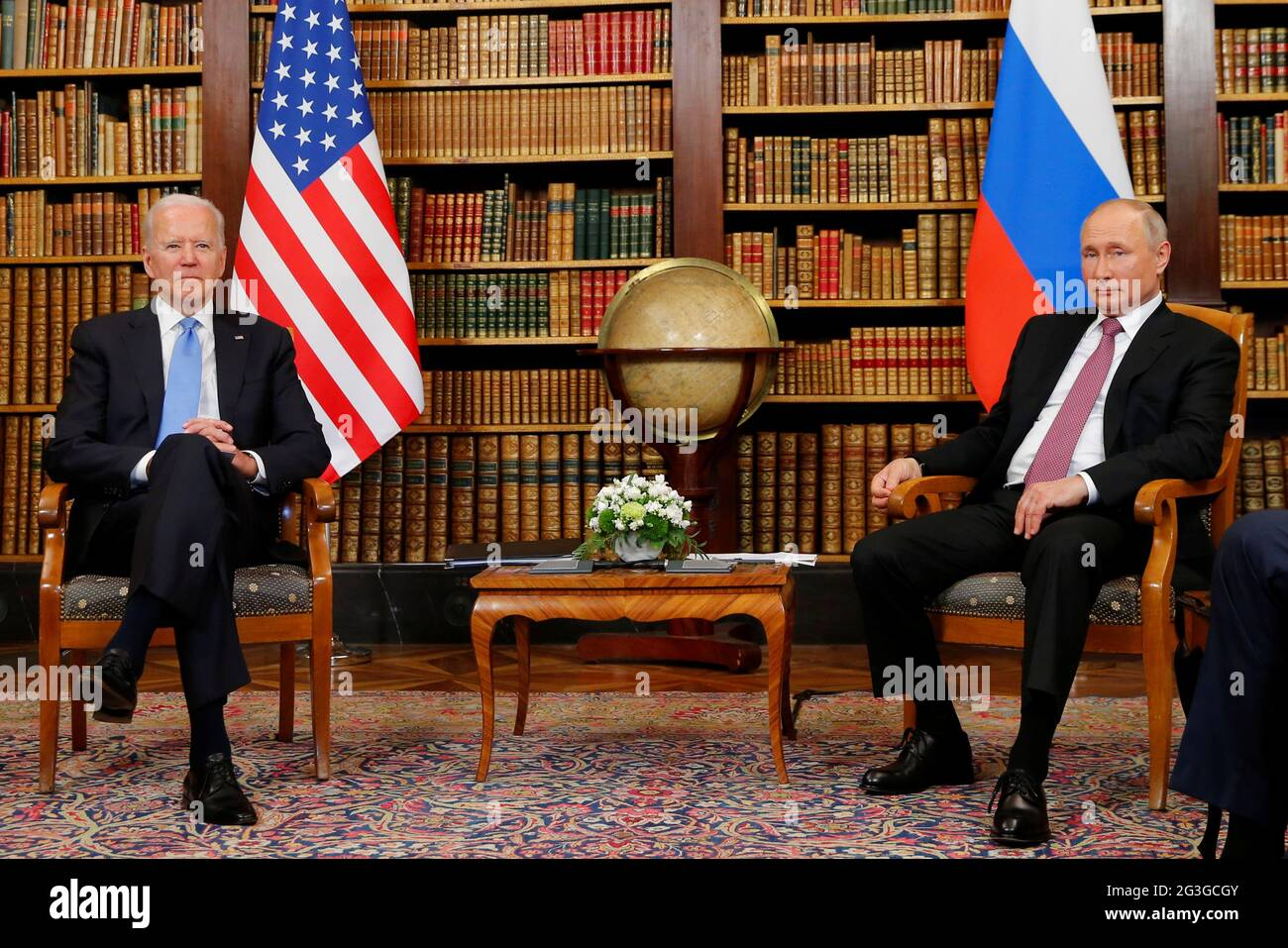 Il presidente degli Stati Uniti Joe Biden e il presidente russo Vladimir Putin si incontrano per il vertice USA-Russia a Villa la Grange a Ginevra, Svizzera, il 16 giugno 2021. REUTERS/Denis Balibouse/Pool Foto Stock