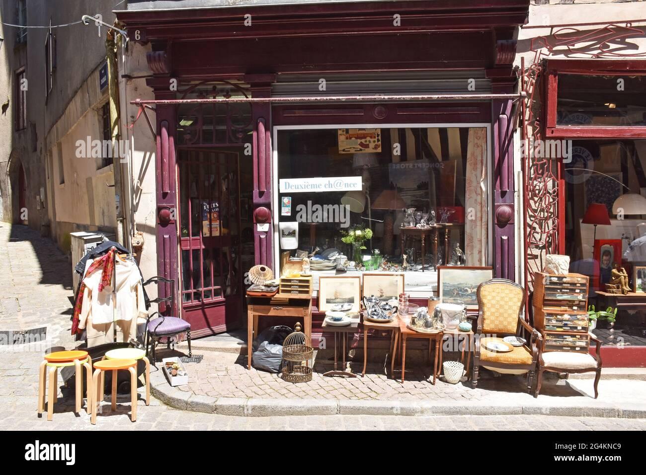 Case medievali restaurate in rue de la Boucherie, a Limoges, Francia, l'ex quartiere degli sciamboli, macellai, ora occupato da ristoranti, boutique ecc Foto Stock