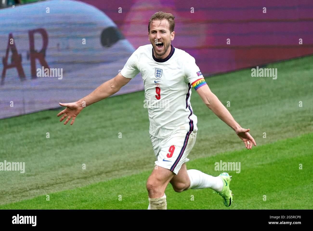 Harry Kane dell'Inghilterra festeggia il secondo gol della partita durante il round UEFA Euro 2020 del 16 al Wembley Stadium di Londra. Data immagine: Martedì 29 giugno 2021. Foto Stock