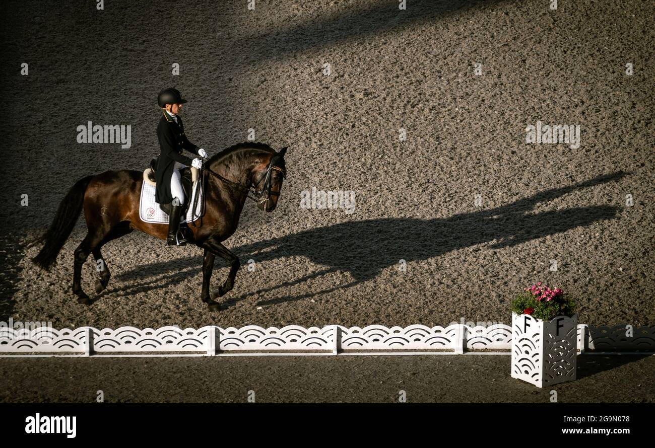 Maria Caetano in Portogallo durante il Dressage Team Grand Prix Special al Parco Equestre il quarto giorno dei Giochi Olimpici di Tokyo 2020 in Giappone. Data immagine: Martedì 27 luglio 2021. Foto Stock