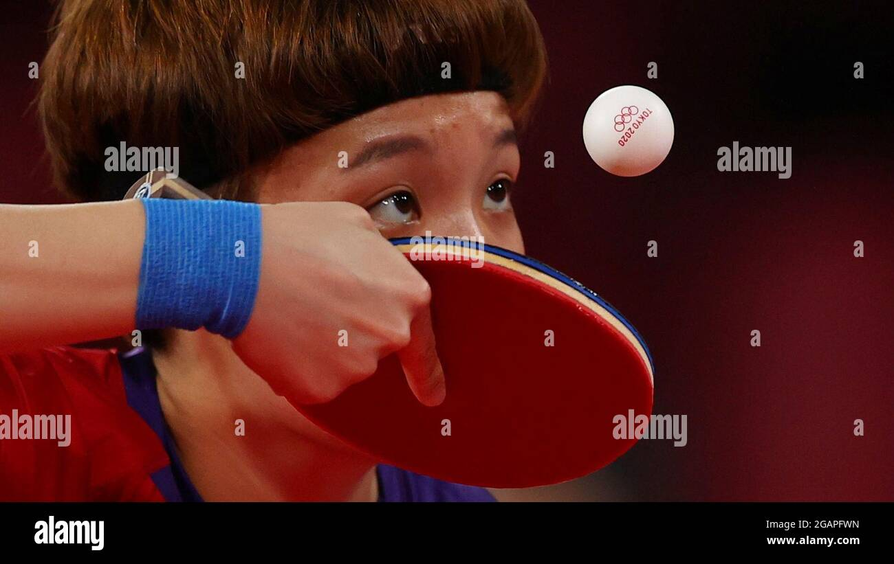 Tokyo 2020 Olimpiadi - Ping-pong - squadra femminile - ultimi 16 - Tokyo Metropolitan Gymnasium - Tokyo, Giappone - 1 agosto 2021. Doo Hoi Kem di Hong Kong in azione REUTERS/Luisa Gonzalez Foto Stock