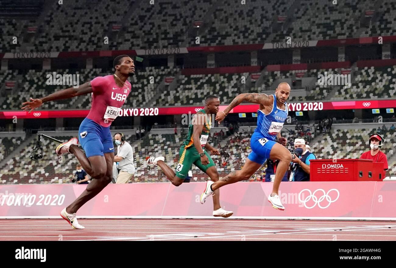 Lamont Jacobs (a destra) vince i 100 metri uomini allo Stadio Olimpico il nono giorno dei Giochi Olimpici di Tokyo 2020 in Giappone. Data immagine: Domenica 1 agosto 2021. Foto Stock