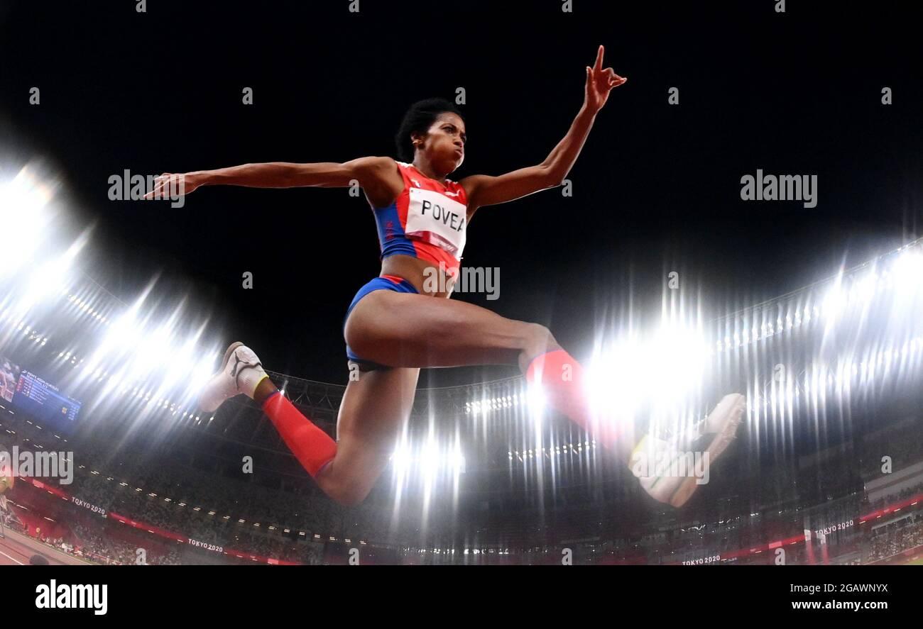 Tokyo 2020 Olimpiadi - Atletica - Donne triplice salto - finale - OLS - Stadio Olimpico, Tokyo, Giappone - 1 agosto 2021. Liadagmis Povea di Cuba in azione REUTERS/Dylan Martinez Foto Stock