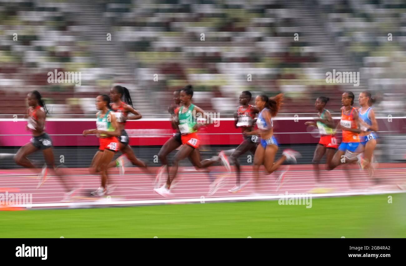 Tokyo 2020 Olimpiadi - Atletica - Donne 5000m - finale - Stadio Olimpico, Tokyo, Giappone - 2 agosto 2021. Gli atleti competono REUTERS/Aleksandra Szmigiel Foto Stock
