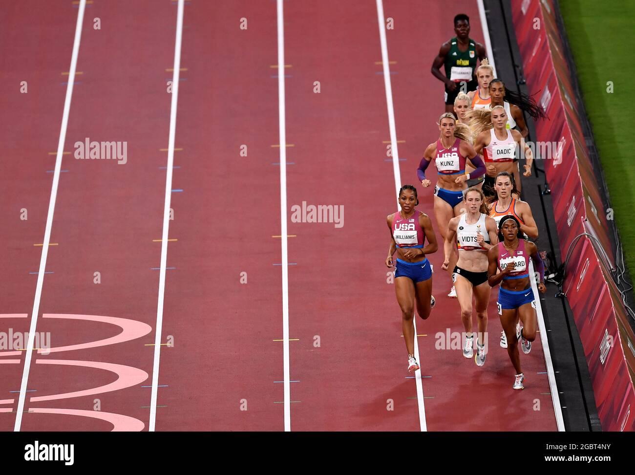 Tokyo 2020 Olimpiadi - Atletica - Donna 800m - Heptathlon 800m - Stadio Olimpico, Tokyo, Giappone - 5 agosto 2021. Gli atleti compete REUTERS/Clodagh Kilcoyne Foto Stock
