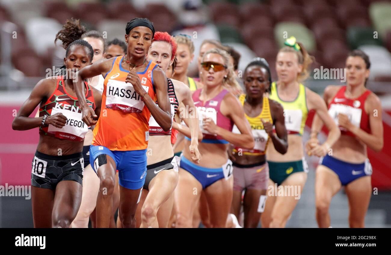 Tokyo 2020 Olimpiadi - Atletica - Donne 1500m - finale - Stadio Olimpico, Tokyo, Giappone - 6 agosto 2021. Corridori durante la gara. REUTERS/Hannah Mckay Foto Stock