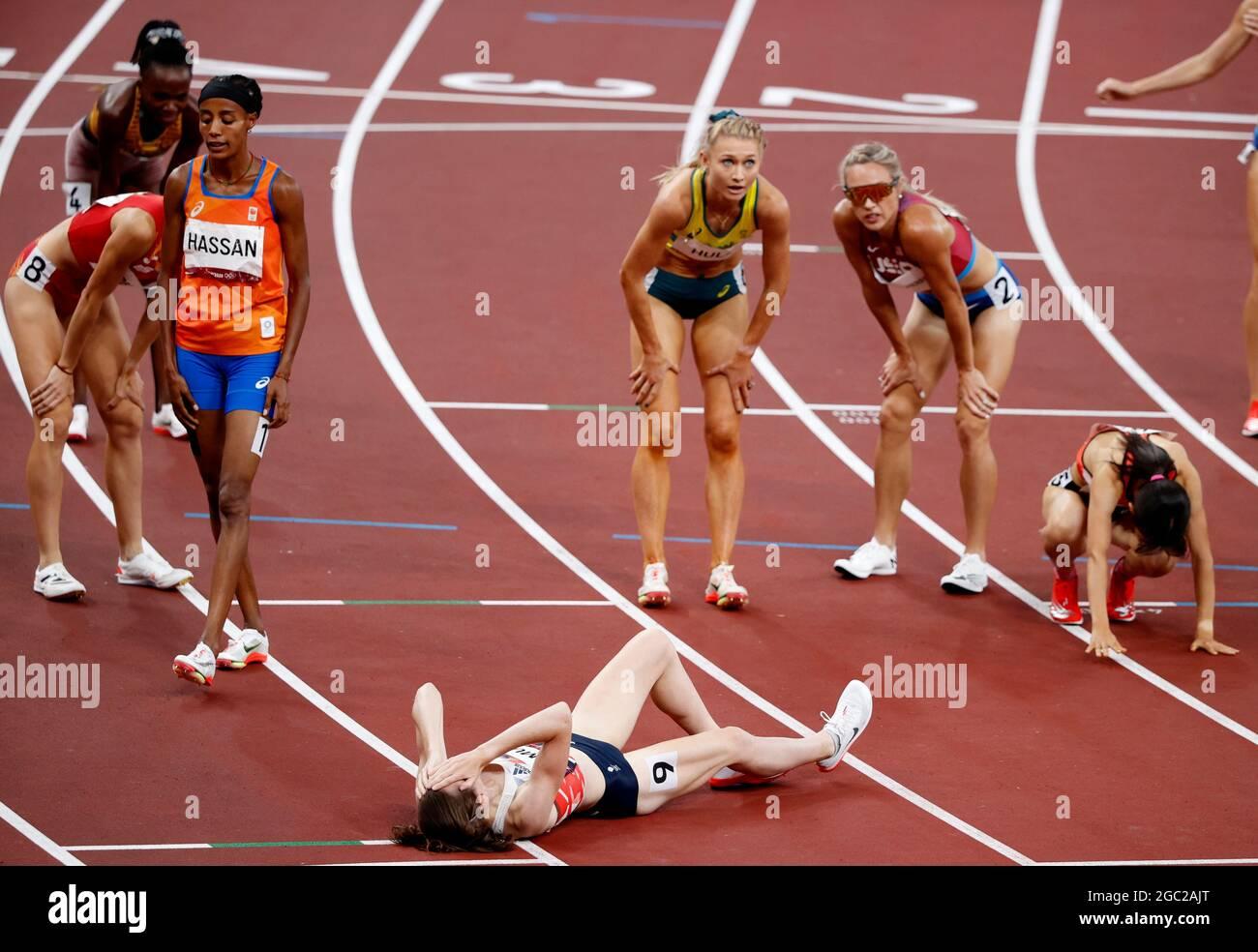 Tokyo 2020 Olimpiadi - Atletica - Donne 1500m - finale - Stadio Olimpico, Tokyo, Giappone - 6 agosto 2021. Gli atleti riposano REUTERS/Phil Noble Foto Stock