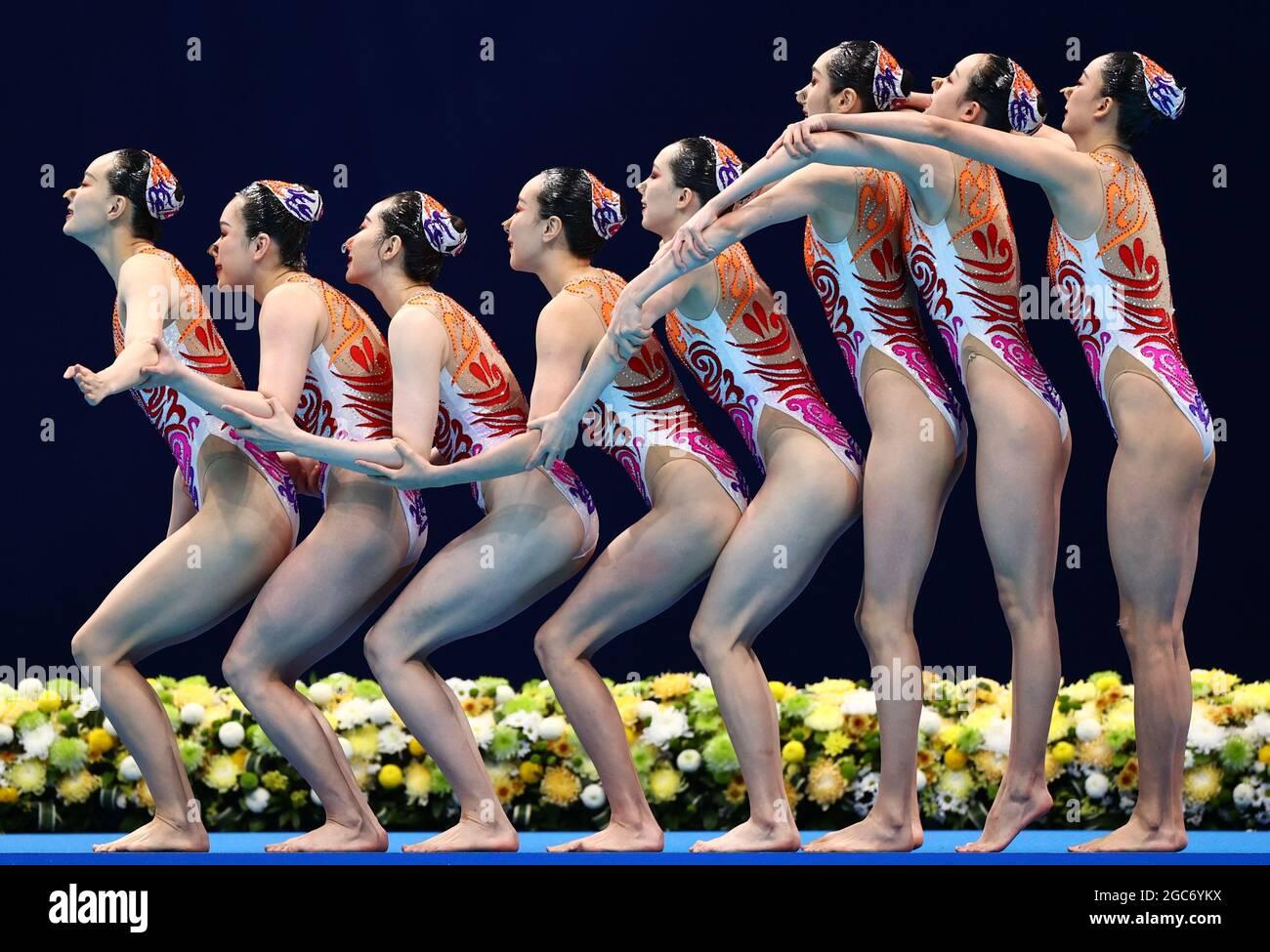 Tokyo 2020 Olimpiadi - Nuoto artistico - la squadra delle donne routine gratuita - finale - Tokyo Aquatics Center, Tokyo, Giappone - 7 agosto 2021. Cina durante la loro performance. REUTERS/Marko Djurica Foto Stock