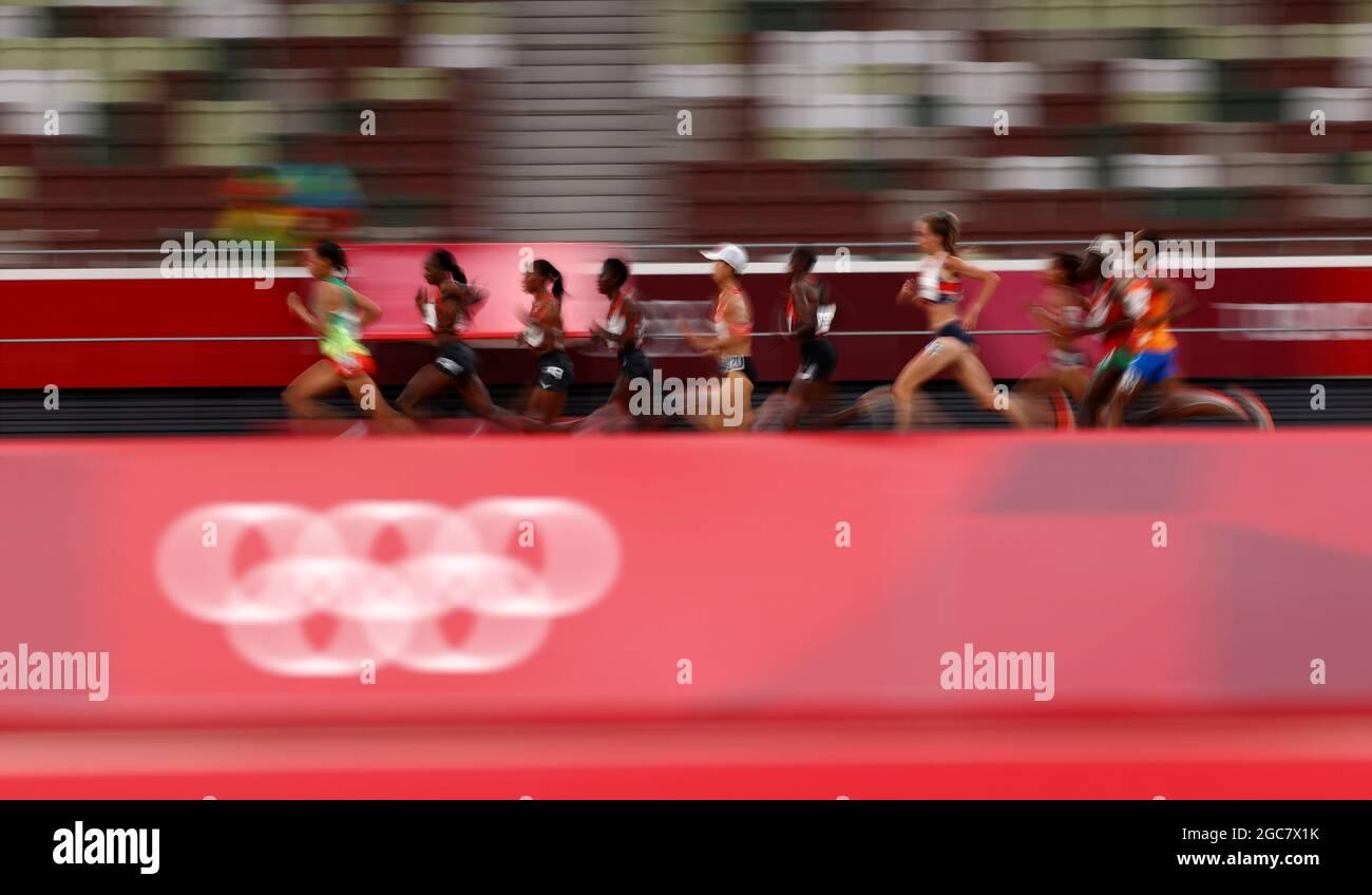 Tokyo 2020 Olimpiadi - Atletica - Donne 10000m - Stadio Olimpico, Tokyo, Giappone - 7 agosto 2021. Vista generale REUTERS/Andrew Boyers Foto Stock