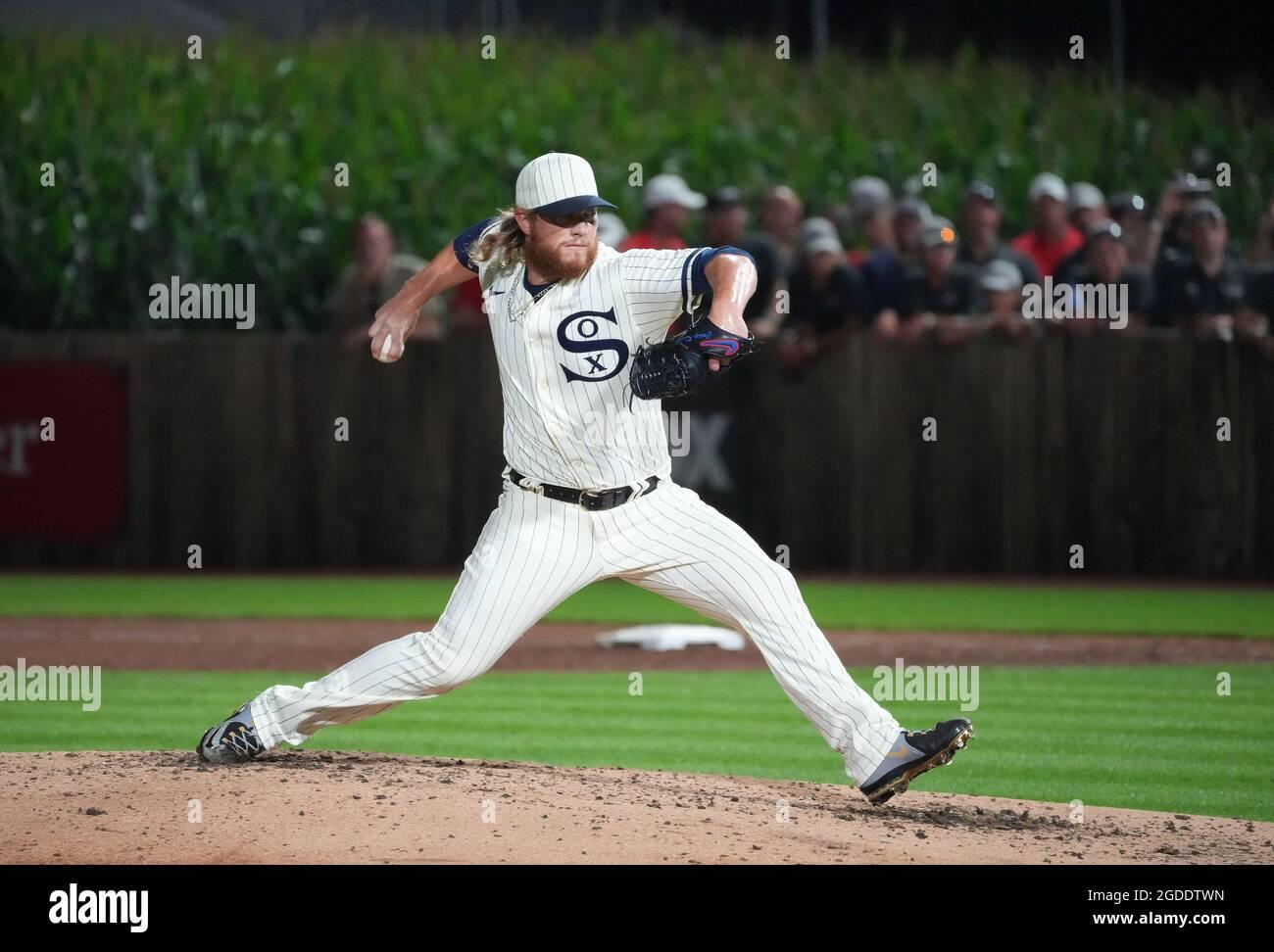 Dyersville, Stati Uniti. 12 agosto 2021. Chicago White Sox rilievo lanciatore Craig Kimbrel consegna al New York Yankees durante l'ottavo inning del MLB Field of Dreams Game a Dyersville, Iowa, giovedì 12 agosto 2021. Photo by Pat Benic/UPI Credit: UPI/Alamy Live News Foto Stock