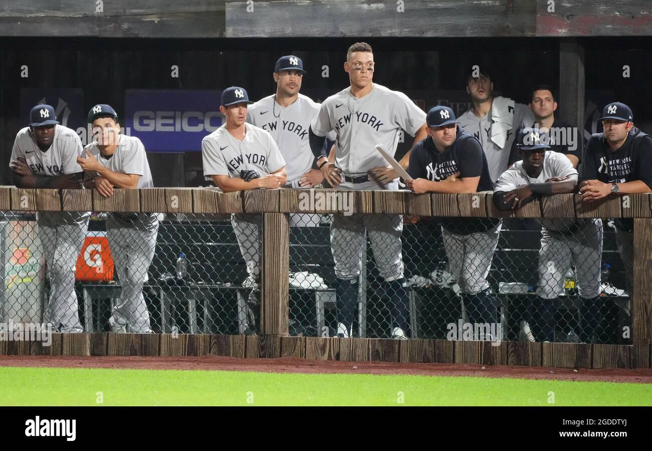 Dyersville, Stati Uniti. 12 agosto 2021. I New York Yankees guardano come i Chicago White Sox mantenere un 7-4 di vantaggio durante l'ottavo assottigliamento del campo MLB di Dreams Game a Dyersville, Iowa, giovedì 12 agosto 2021. Photo by Pat Benic/UPI Credit: UPI/Alamy Live News Foto Stock