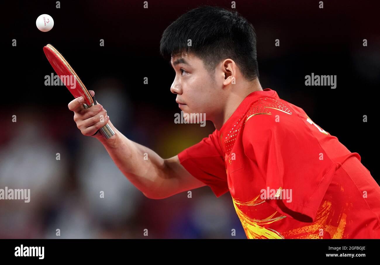 Zhao Shuai in azione nella classe 8 del gruppo B del Men's Singles Ping-pong al Tokyo Metropolitan Gymnasium il giorno uno dei Tokyo 2020 Paralympic Games in Giappone. Data foto: Mercoledì 25 agosto 2021. Foto Stock