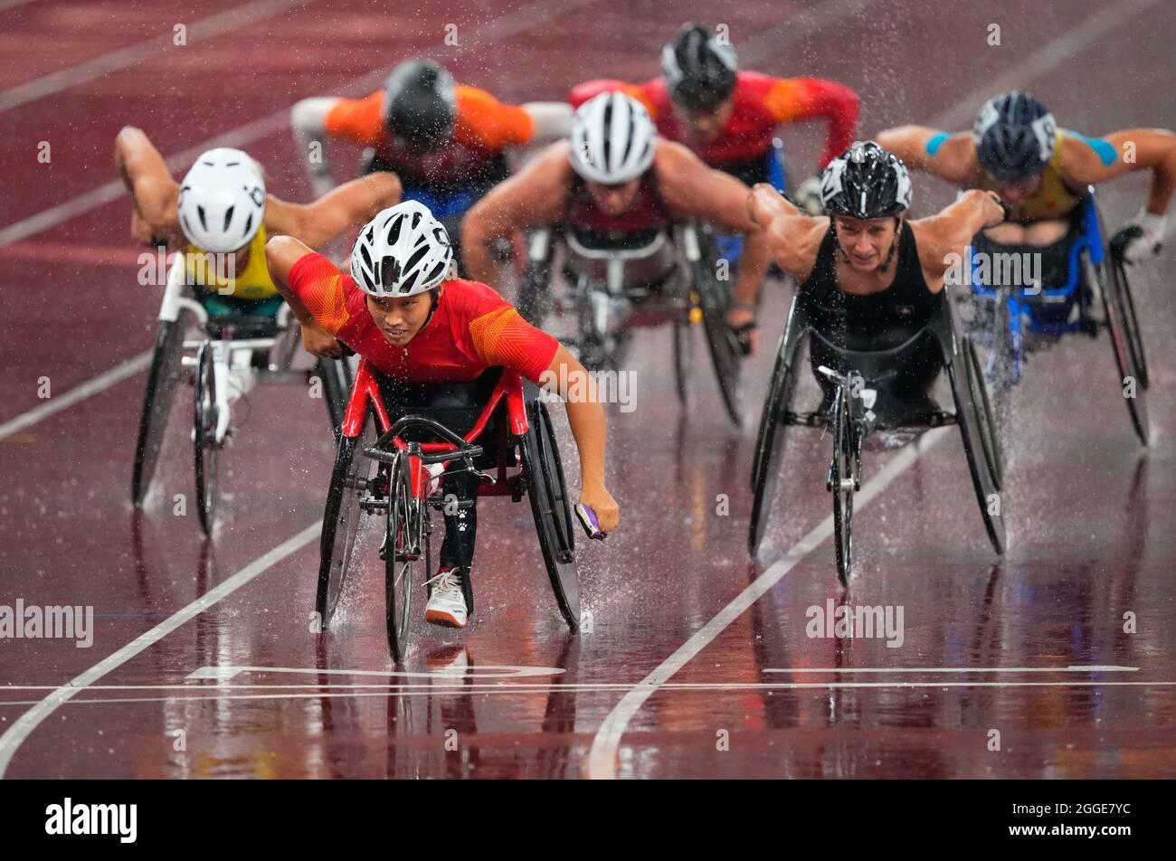 31 agosto 2021: Zhaoqian Zhou dalla Cina vincendo 1500 durante l'atletica al Tokyo Paralympics, Stadio Olimpico di Tokyo, Tokyo, Giappone. Prezzo Kim/CSM Foto Stock