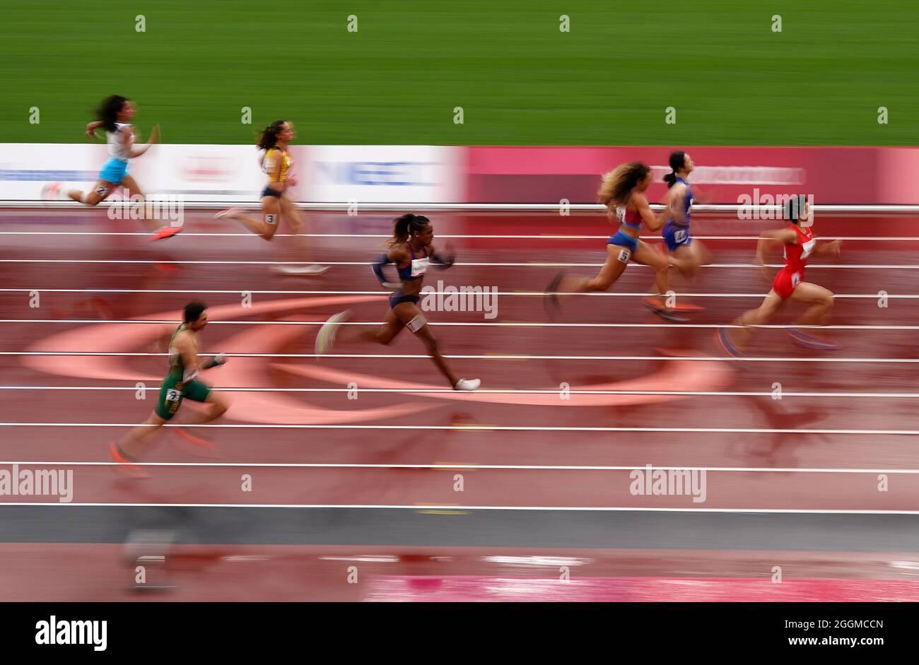 La Cina Xiaoyan Wen ha vinto la finale Women's 100m - T37 allo Stadio Olimpico durante il giorno nove dei Giochi Paralimpici di Tokyo 2020 in Giappone. Data foto: Giovedì 2 settembre 2021. Foto Stock